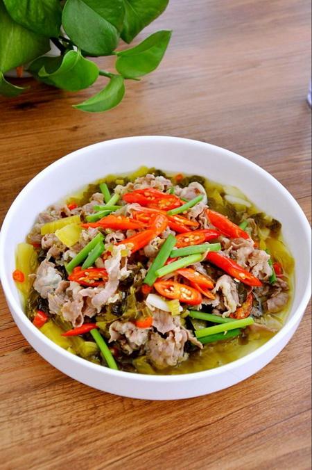 酸菜<a href=/shicai/rouqin/FeiNiu/index.html target=_blank><u>肥牛</u></a>怎么做好吃
