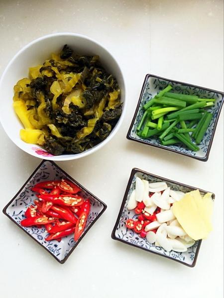 酸菜<a href=/shicai/rouqin/FeiNiu/index.html target=_blank><u>肥牛</u></a>步骤1