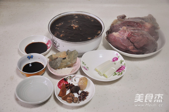 老汁香卤<a href=/shicai/rouqin/NiuRou/index.html target=_blank><u>牛肉</u></a>的做法