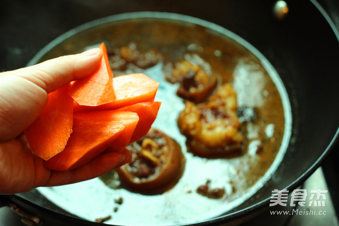 香辣红烧做法的牛尾臭豆腐是用什么做的图片