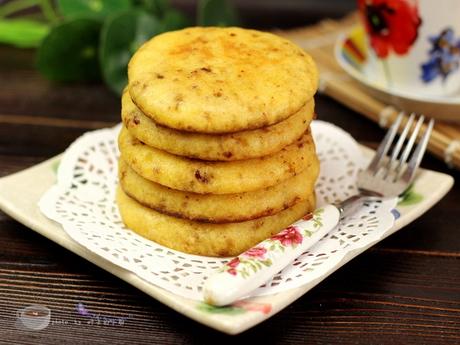 黄金<a href=/shicai/mimian/YuMi/index.html target=_blank><u>玉米</u></a>饼步骤