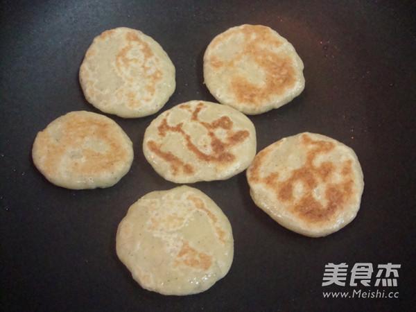 <a href=/shicai/mimian/DouZha/index.html target=_blank><u>豆渣</u></a>饼的做法