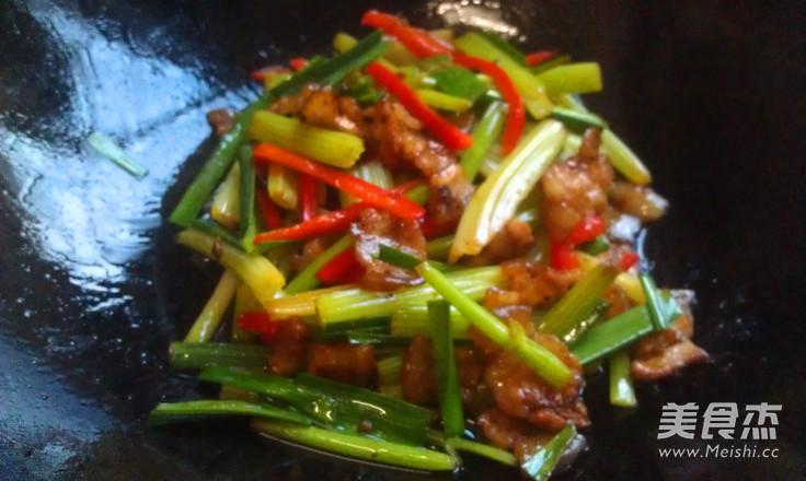 香芹炒肉的做法