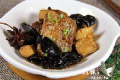 带鱼烧木耳豆腐的家常做法