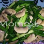 蘑菇韭菜的做法
