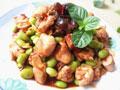 毛豆炒鸡腿肉的做法