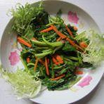 炝拌菠菜的做法