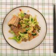 铸铁锅干锅花菜的做法
