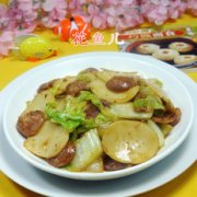 麻辣香肠白菜炒年糕的做法
