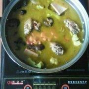 山珍鸡肉火锅的做法