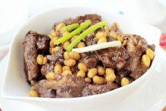 黄豆焖排骨的做法
