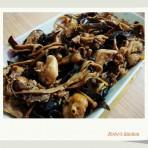 黄花菜木耳红枣蒸鸡的做法