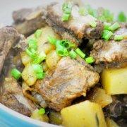 电饭煲土豆焖排骨的做法