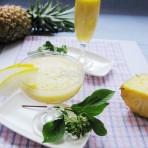 菠萝香瓜饮的做法