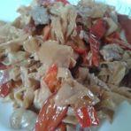 红辣椒豆腐皮炒瘦肉
