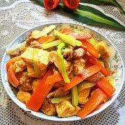 西芹胡萝卜焖豆腐的做法