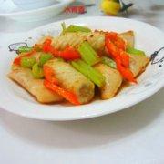 芹菜鱼卷的做法