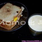 玉米汁+鸡蛋番茄虾皮三明治