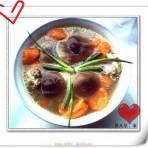 红萝卜香茹炖鸡汤的做法