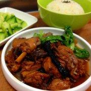 榛蘑鸡米饭的做法