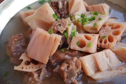 猪肉煲莲藕的做法