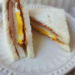鸡蛋肉松三明治
