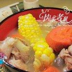 筒子骨煲玉米胡萝卜汤