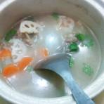 莲藕胡萝卜板粟排骨汤的做法