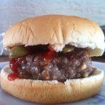 简单牛肉汉堡
