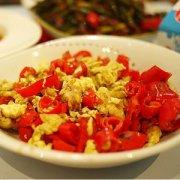 【辣椒炒鸡蛋】辣椒炒鸡蛋怎么做好吃_辣椒炒鸡蛋的做法大全