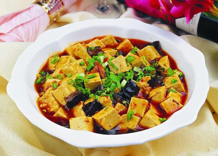 黑木耳烧豆腐