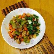 圆椒炒肉丁的做法