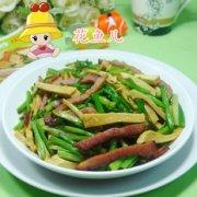 酱肉素鸡炒芹菜的做法