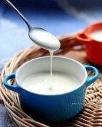 吃酸奶加黑芝麻润肤抗衰老