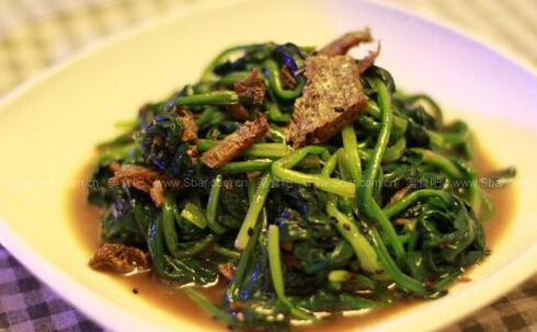 油醋汁黑芝麻鲮鱼拌菠菜的做法