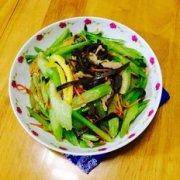 肉片炒芹菜的做法