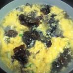 黑木耳蛋汤的做法