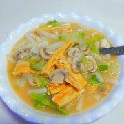 白菜腐竹煮年糕的做法