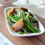 咸肉炒韭菜苔的做法