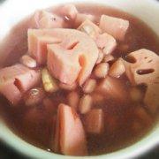 莲藕花生素汤的做法