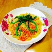 菜心炒米粉的做法