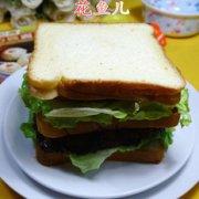 鸡蛋牛排三明治的做法