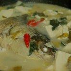 酸菜鱼头豆腐锅