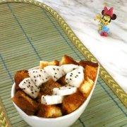 火龙果面包蒸布丁的做法