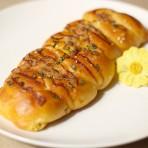 香葱肉松胡萝卜面包