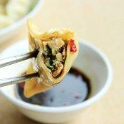 黑木耳芹菜肉饺子的做法