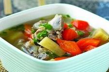 红萝卜排骨汤的做法