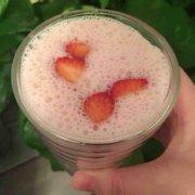 草莓牛奶的做法