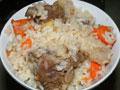 电饭锅煲米饭羊肉的做法