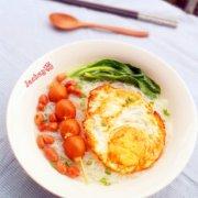 波波肠蛋汤米粉的做法